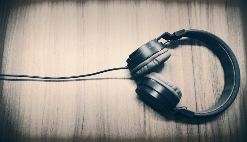 aumentar volumen auricular android